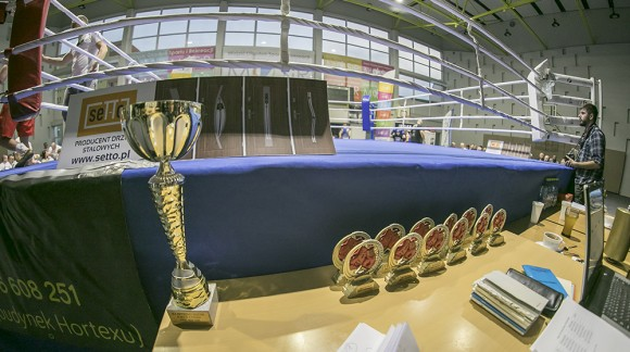 Zespół MAR-DOM na Meczu ekstraligi boksu olimpijskiego w Koninie